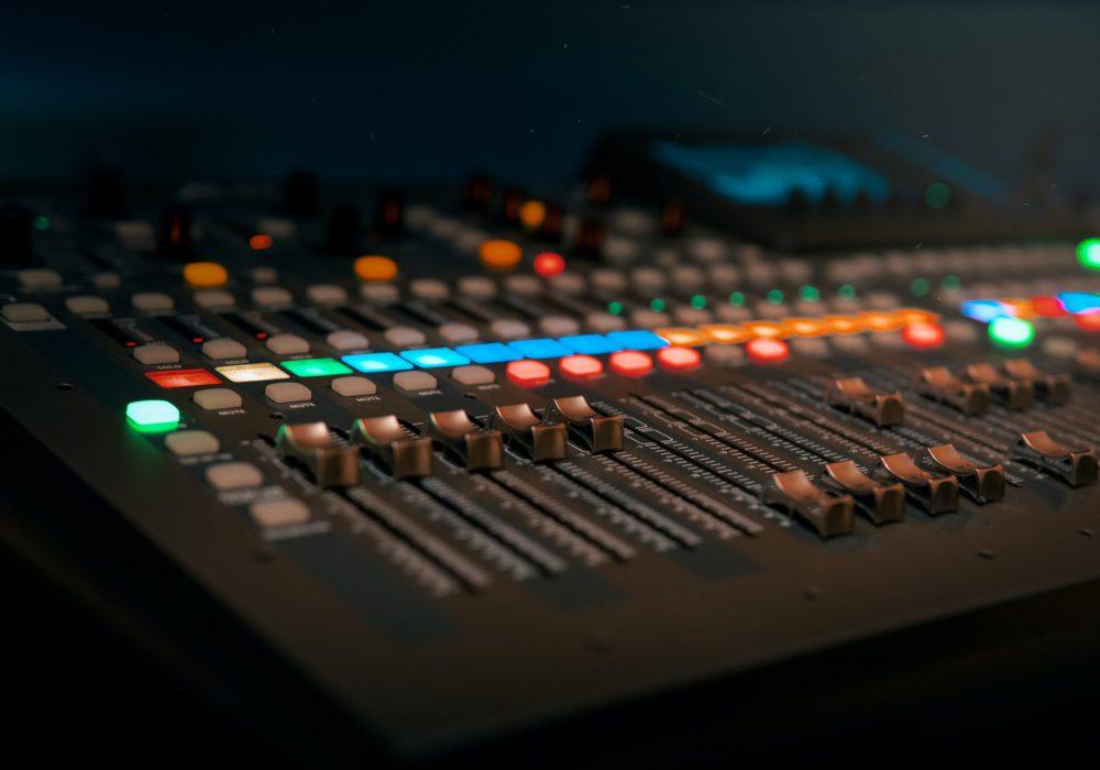 KUVA atikkeliin Ajatusten radioasema Ratkes-lehti No1 2021 (Katja Kiiski)